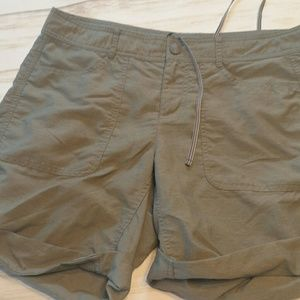 The North Face size green hiking  8 womens  shorts